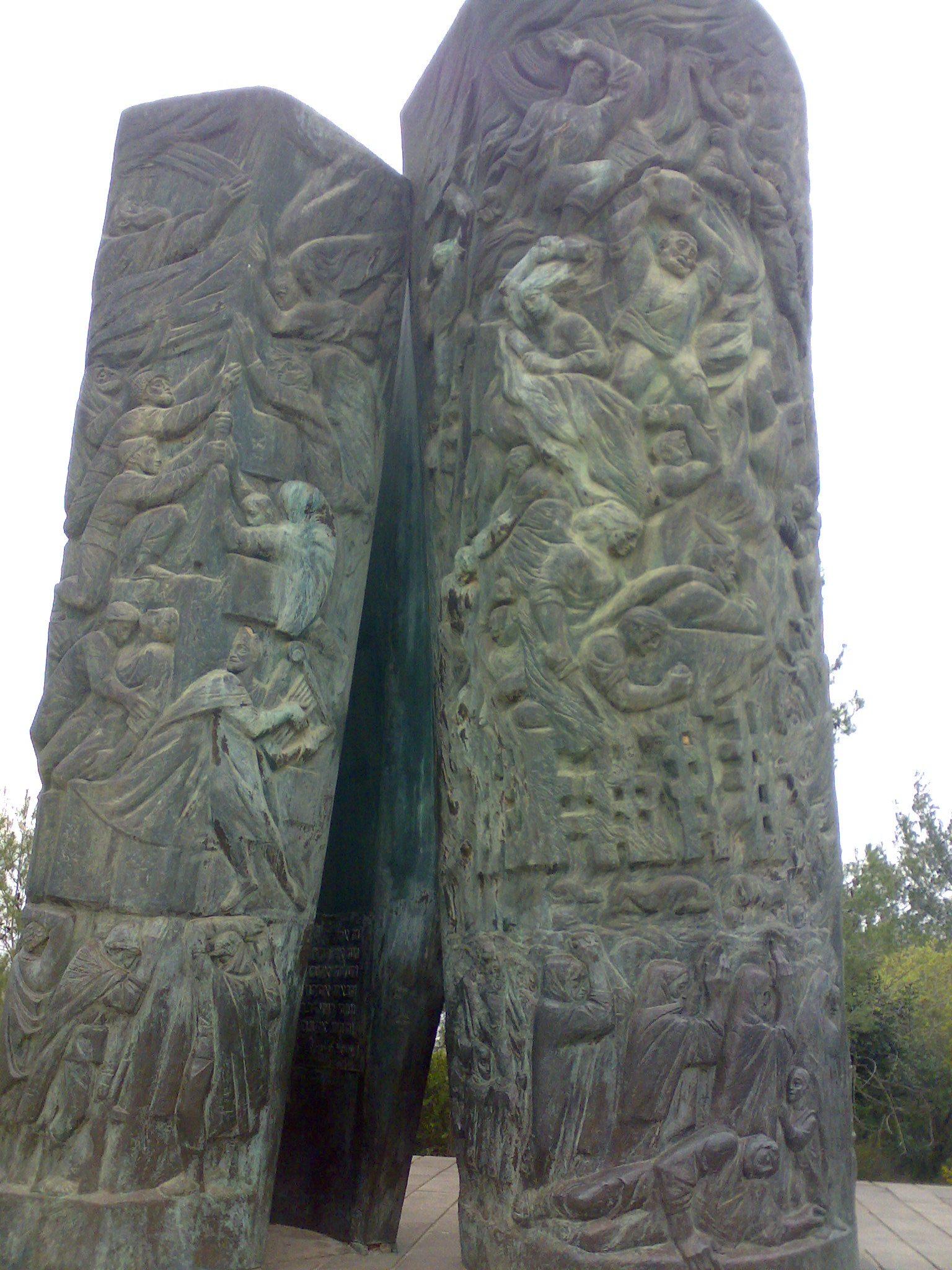 אנדרטת מגילת האש, כיסלון
