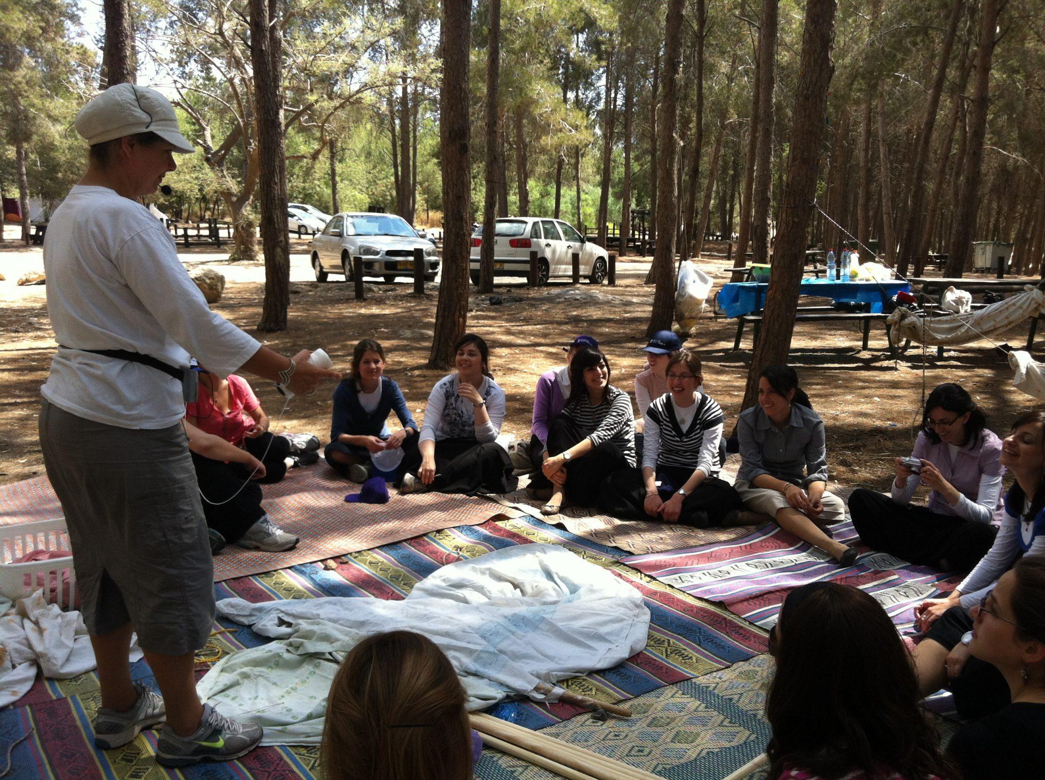 עובדות מטריקס ביום כיף ושדאות ביער בן שמן, אוהלים, ערסלים, בישולי שדה