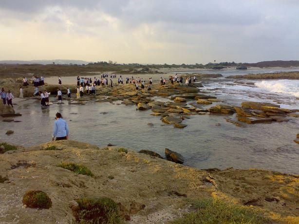 טיול בחוף דור-הבונים
