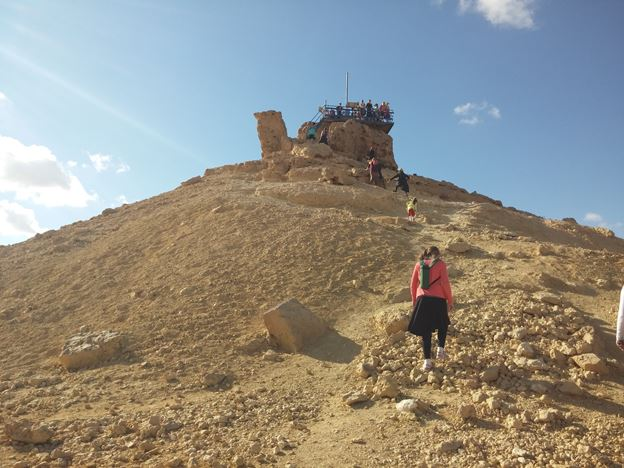 """הר גמל, נופי טיילת מכתש רמון (צילום: ד""""ר ענת אביטל)"""