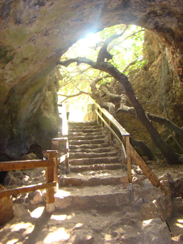 בטיול במערת התאומים