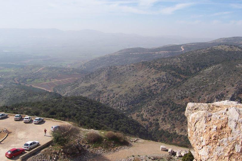"""מורדות נחל חזורי ונחל גובתה, כתף שיאון והר הבתרים (צילום: ד""""ר ענת אביטל)"""