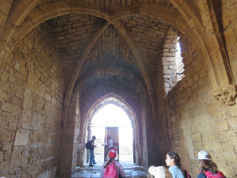 """כניסה העיר הצלבנית, גן לאומי קיסריה (צילום: ד""""ר ענת אביטל)"""
