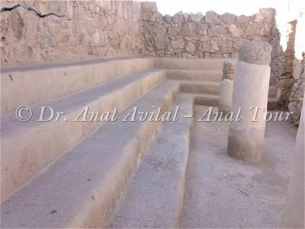 """בית הכנסת מתקופת המרד הגדול, מצדה, צילום: ד""""ר ענת אביטל"""