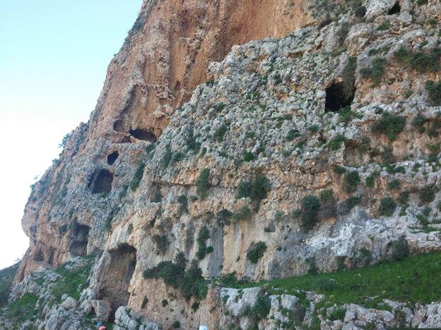 """מערות מצוקי הארבל (צילום: ד""""ר ענת אביטל)"""