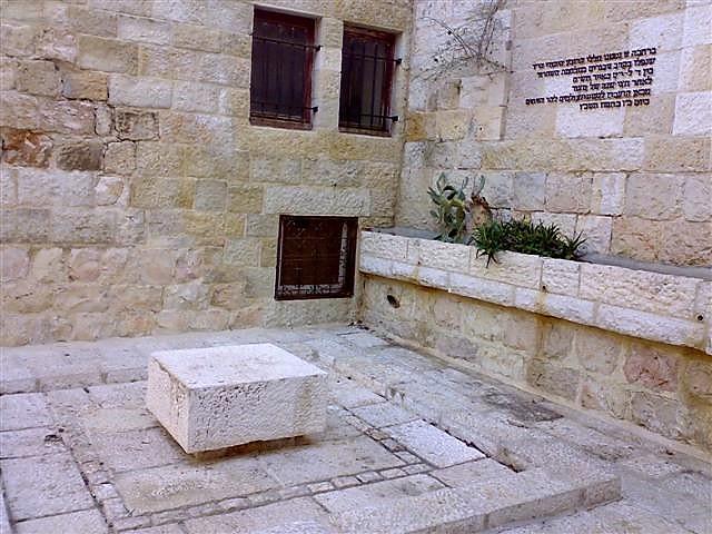 """גלעד קבר אחים תש""""ח כיכר בתי מחסה ירושלים (ד""""ר ענת אביטל)"""