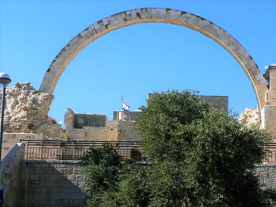 קשת בית כנסת החורבה ברובע היהודי בירושלים ( ויקיפדיה MathKnight)