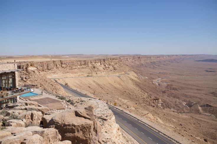 כביש מעלה העצמאות, טיילת מכתש רמון (צילום: בנימין בלהסן)