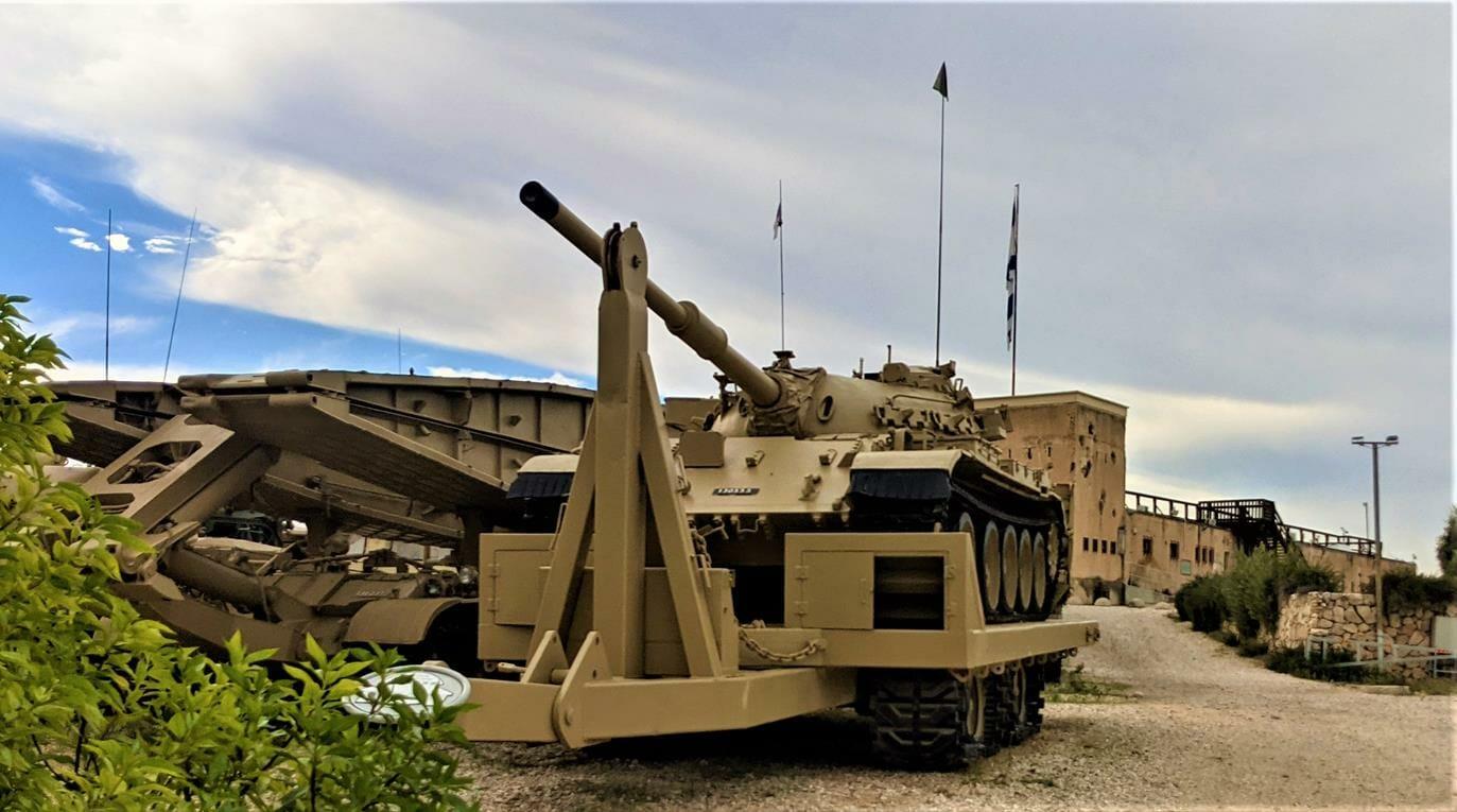 """יד לשריון לטרון, טנקים וגשרים, צילום: ד""""ר ענת אביטל"""