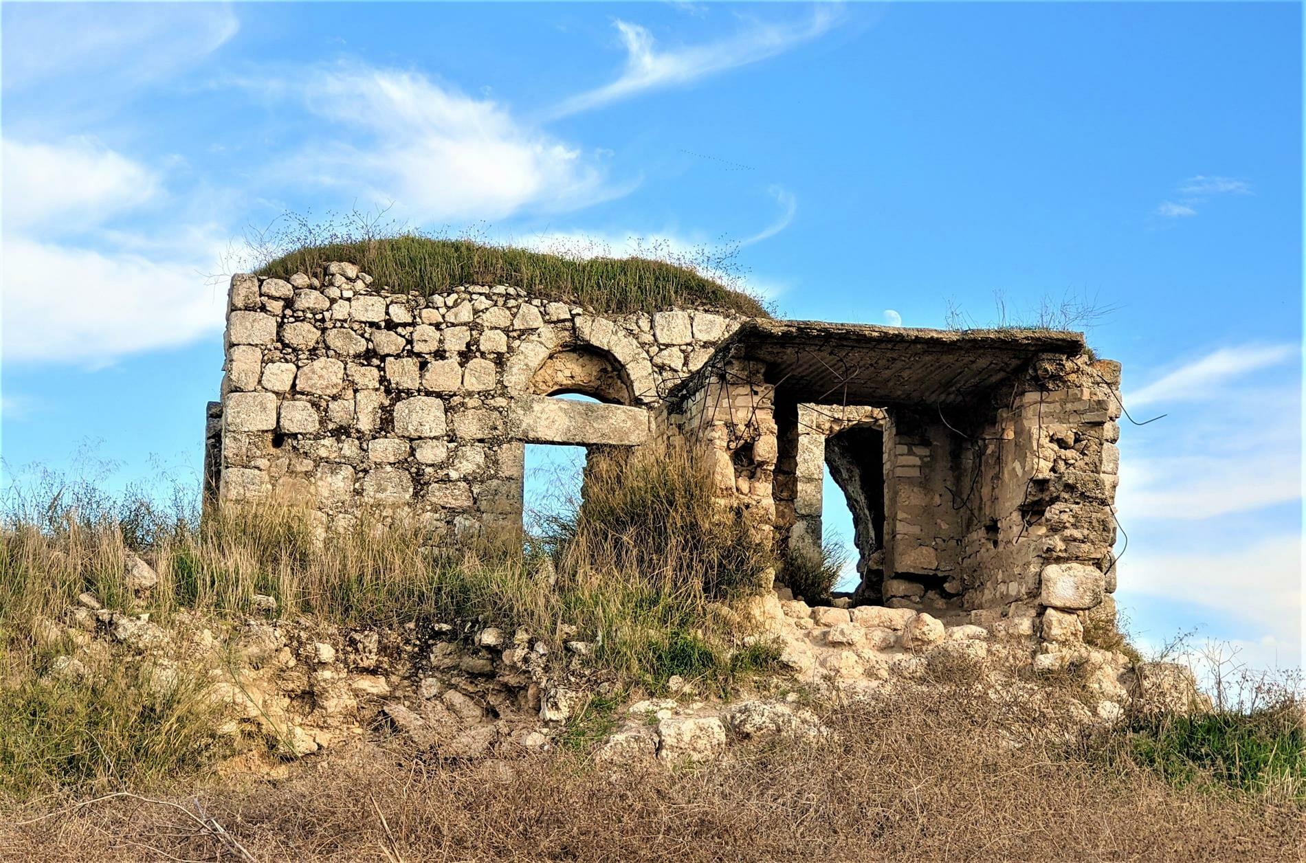 """עמדה ירדנית ומבצר צלבני לטרון, צילום: ד""""ר ענת אביטל"""