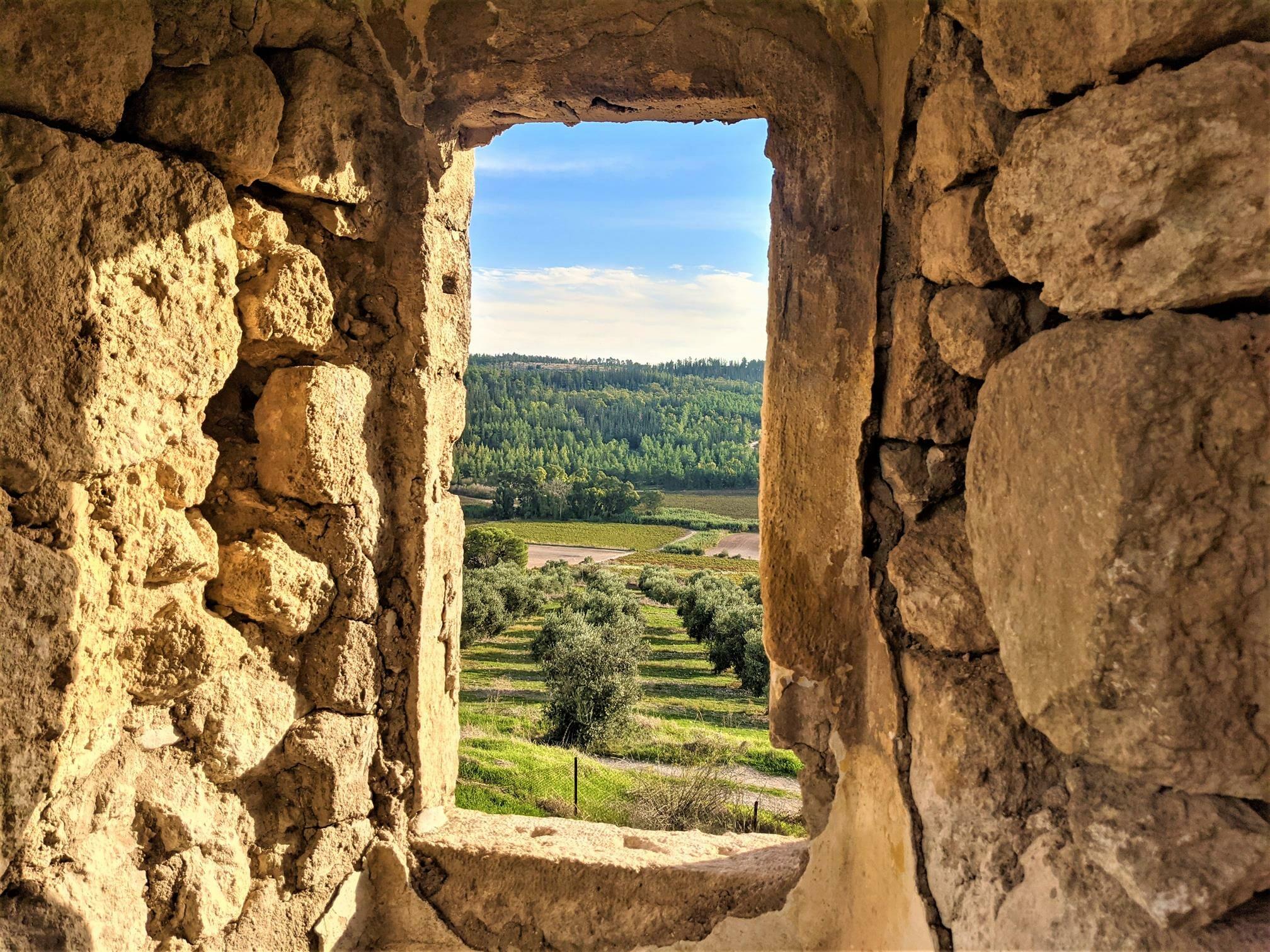 """חלון לנוף, מבצר צלבני לטרון, לה-טורון דה שבלייה, תצפית פנורמית מהממת, צילום: ד""""ר ענת אביטל"""