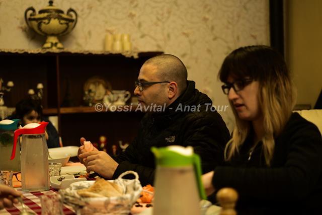 אירוח ואוכל דרוזי ביתי בבית ג'אן עם מוזיקה (צילום: יוסי אביטל)