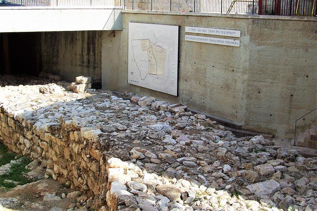 """החומה הרחבה, הרובע היהודי בירושלים (ד""""ר ענת אביטל)"""