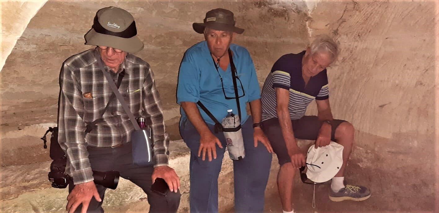 טיול גימלאים - החבר'ה הטובים - מערות קבורה בחורבת בורגין בשפלת יהודה
