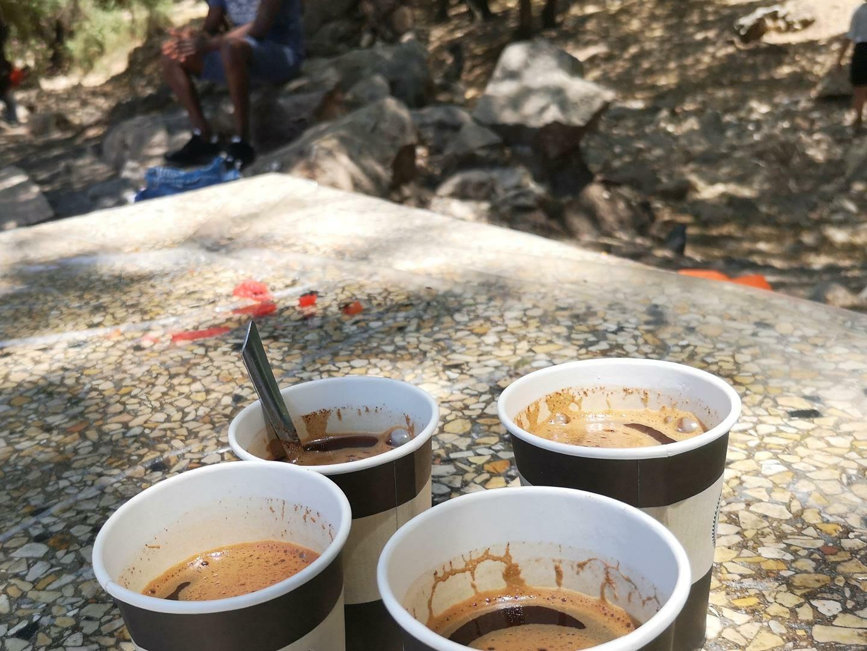 קפה שחור חזק, בישולי שדה, אפיית פיתות, שקשוקה, סלטים והפעלות ODT, ערסלים בשטח, מטיילים עם ענת