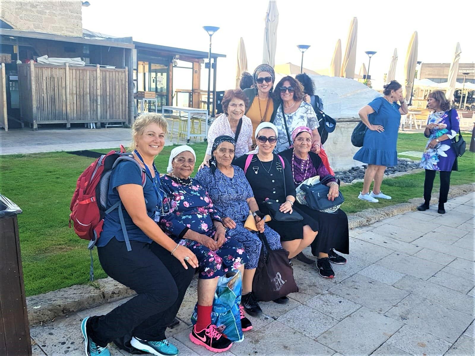 נמל הורדוס, טיול גימלאים ממושב חדיד בקיסריה, מטיילים עם ענת