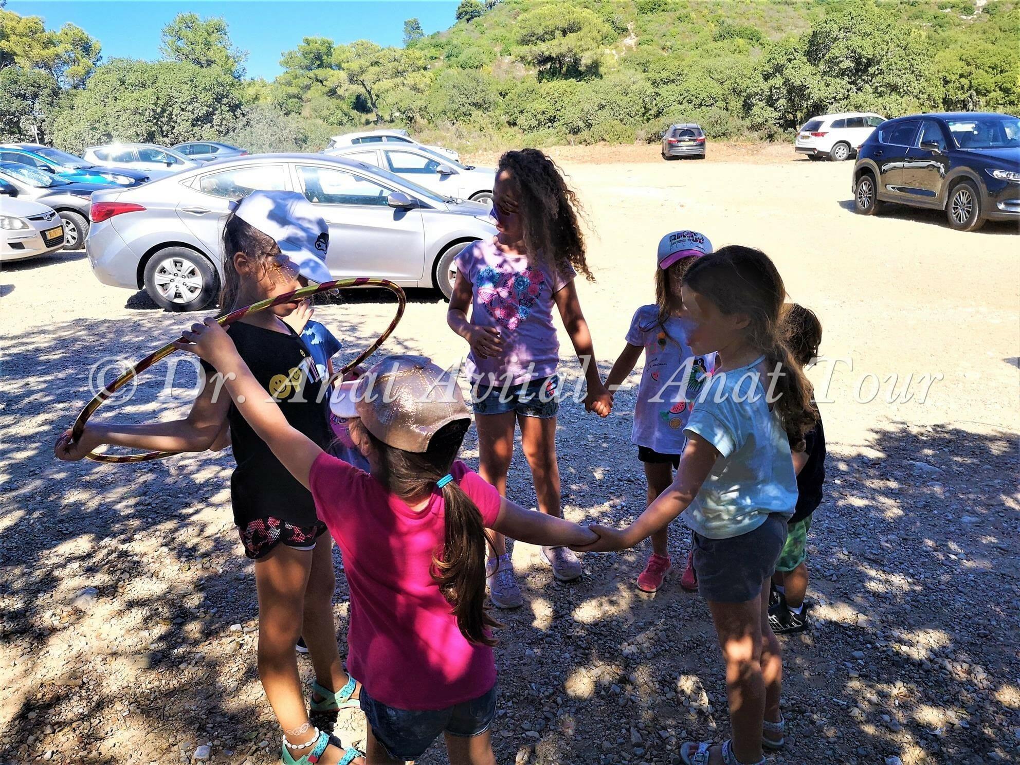 """פעילות הורים וילדים ODT בטיולים בשטח, צילום: ד""""ר ענת אביטל"""