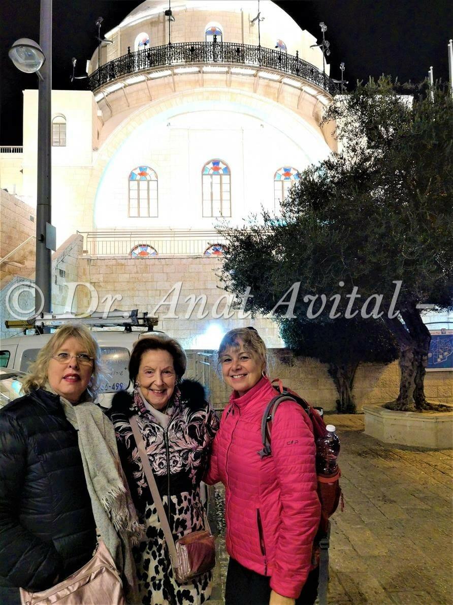 """בית כנסת החורבה, סיור חנוכיות פרטי ולקבוצות בירושלים, ד""""ר ענת אביטל"""