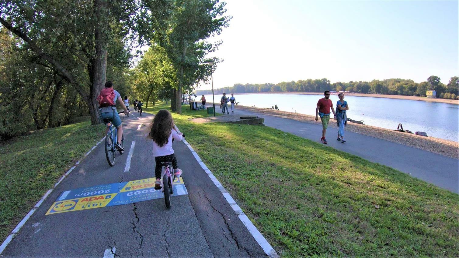 טיול אופניים עם ילדים והמשפחה