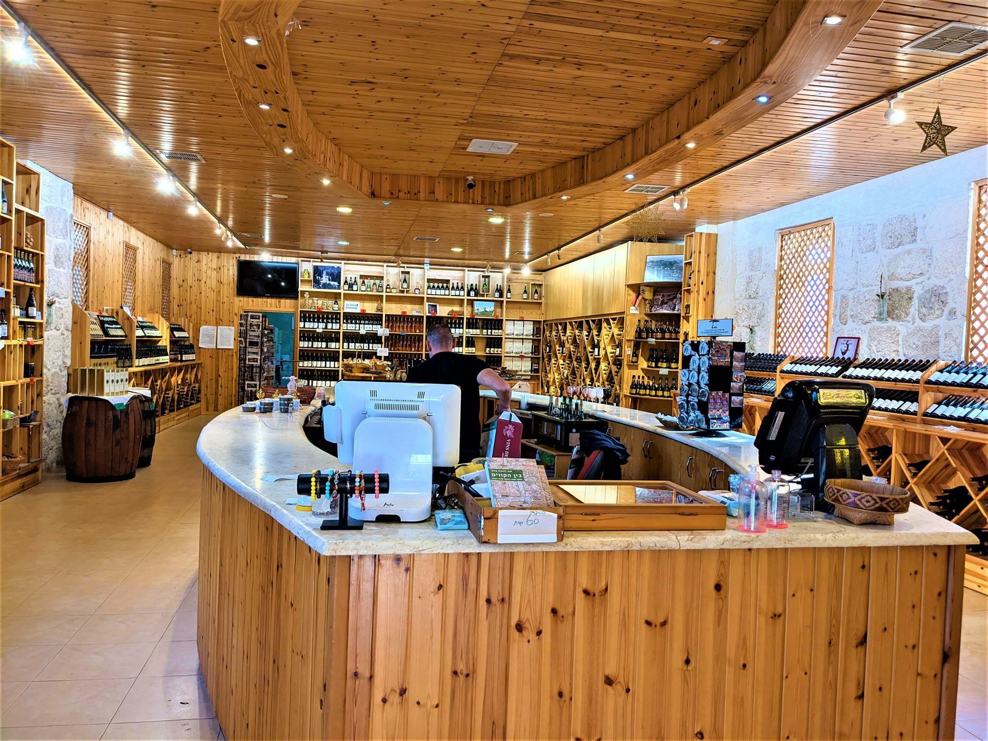 """חנות יינות במנזר השתקנים לטרון, צילום: ד""""ר ענת אביטל"""