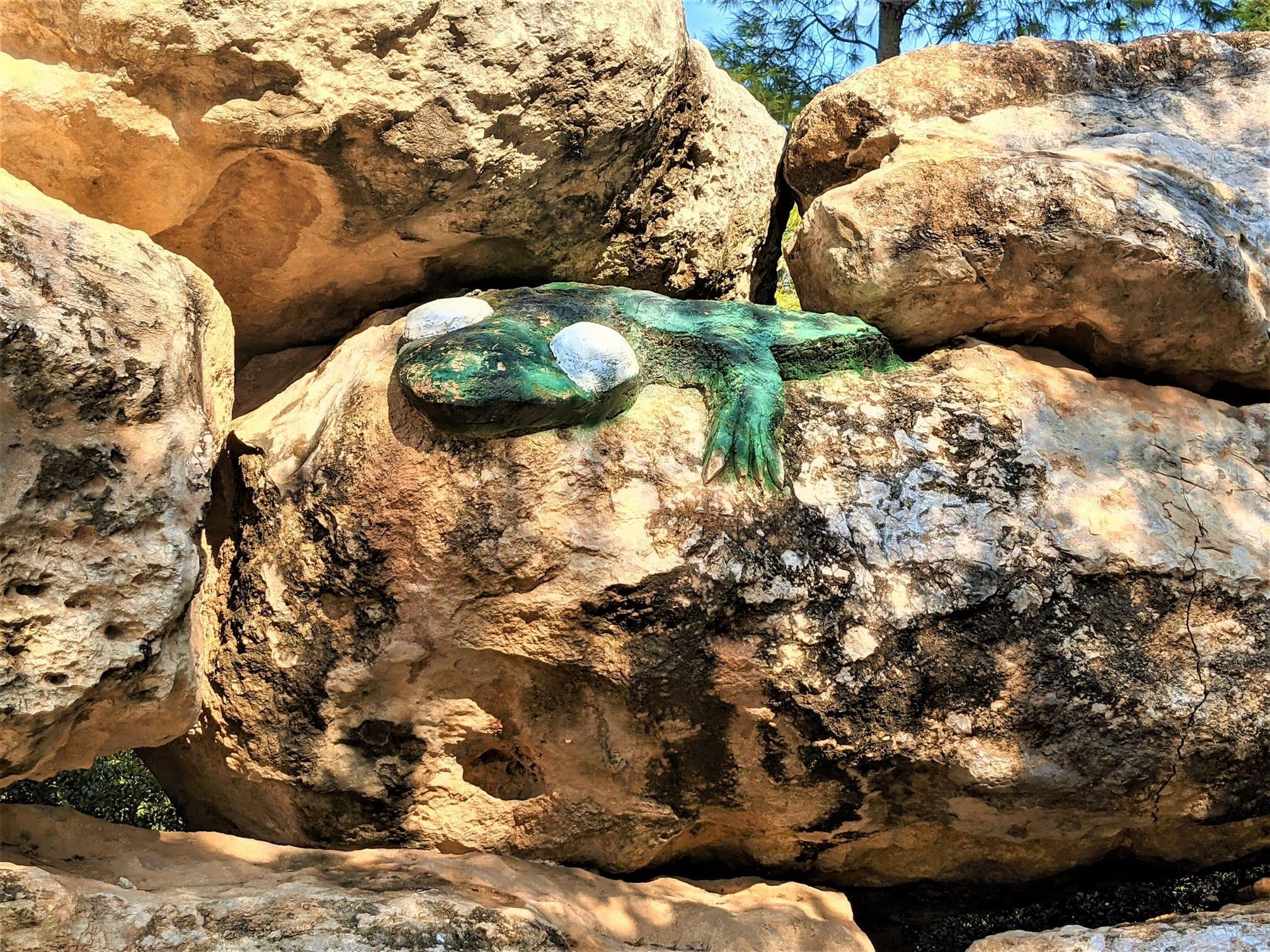 """""""חרדון"""" גן באבן בפארק הפסלים ודרך חברת חשמל, יער בן שמן, צילום: ד""""ר ענת אביטל"""