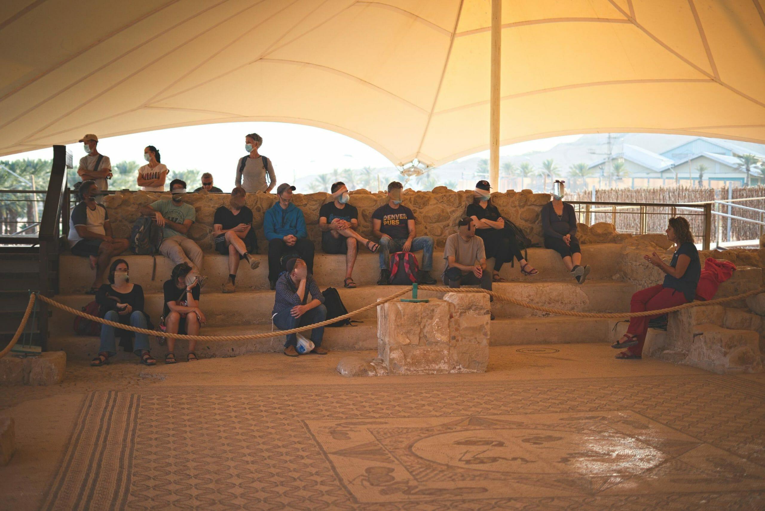טיול חברת הייטק בריפקם לבית הכנסת העתיק בעין גדי, צילום: יוסי אביטל