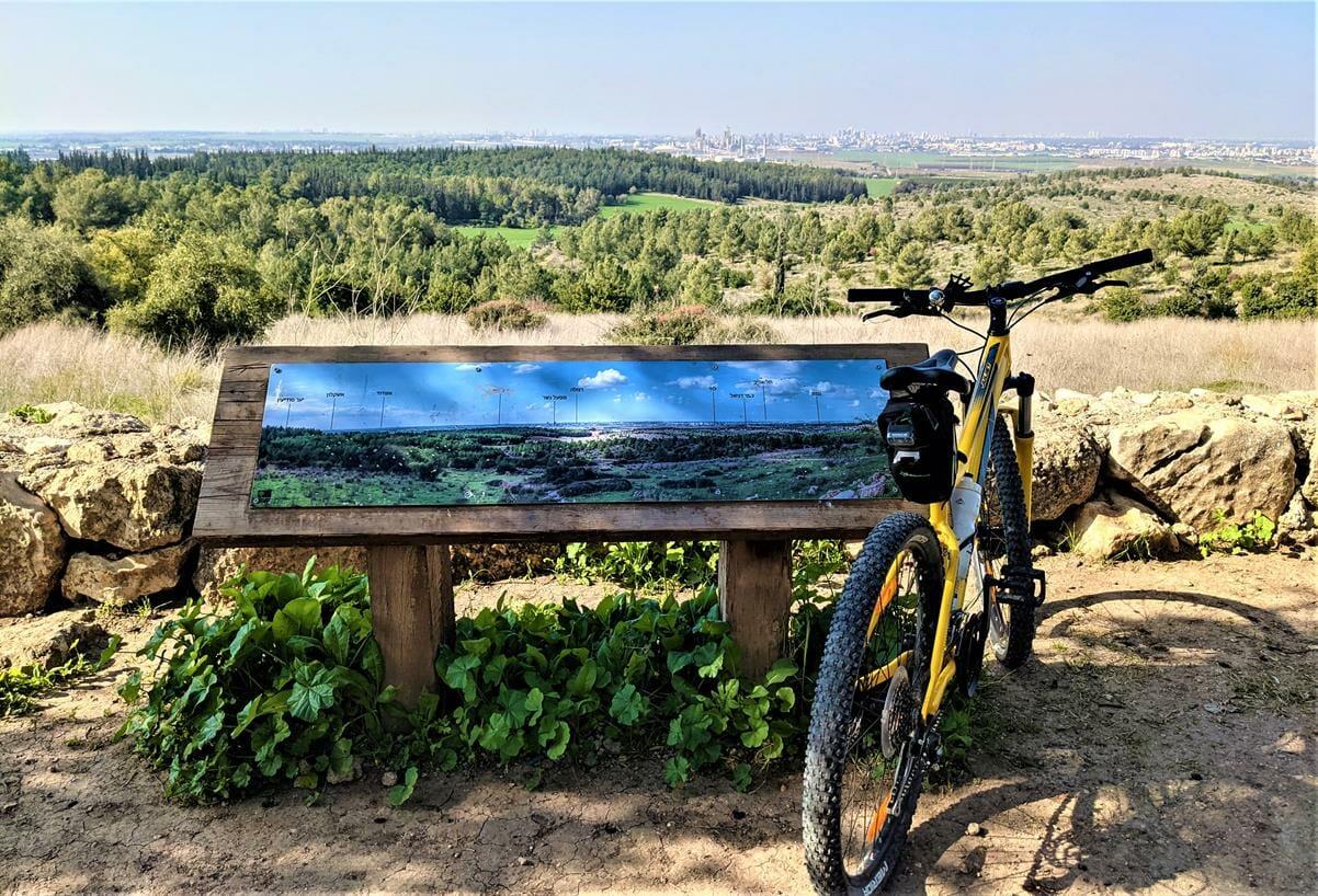 """באופניים, מצפה חן - חורבת רגב -יערות מודיעין, צילום: ד""""ר ענת אביטל"""