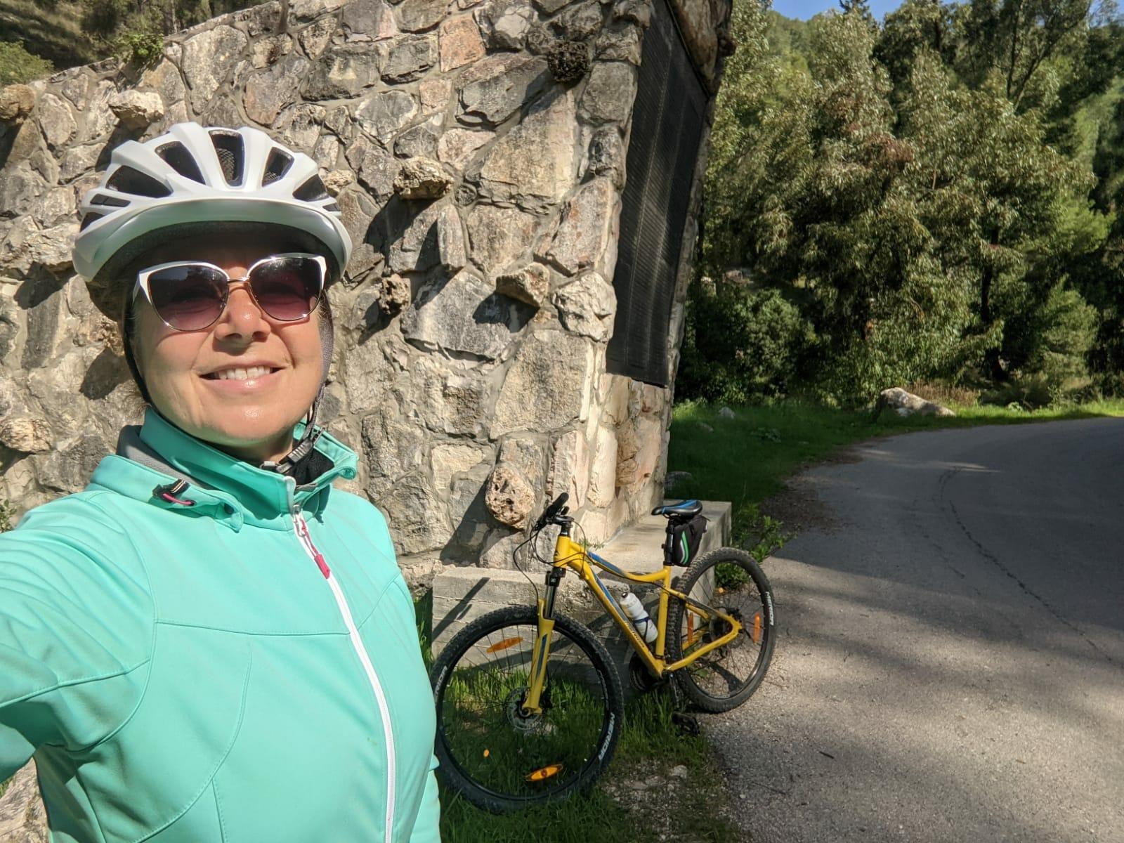 """נחל כיסלון באופניים, יער הקדושים, צילום: ד""""ר ענת אביטל"""