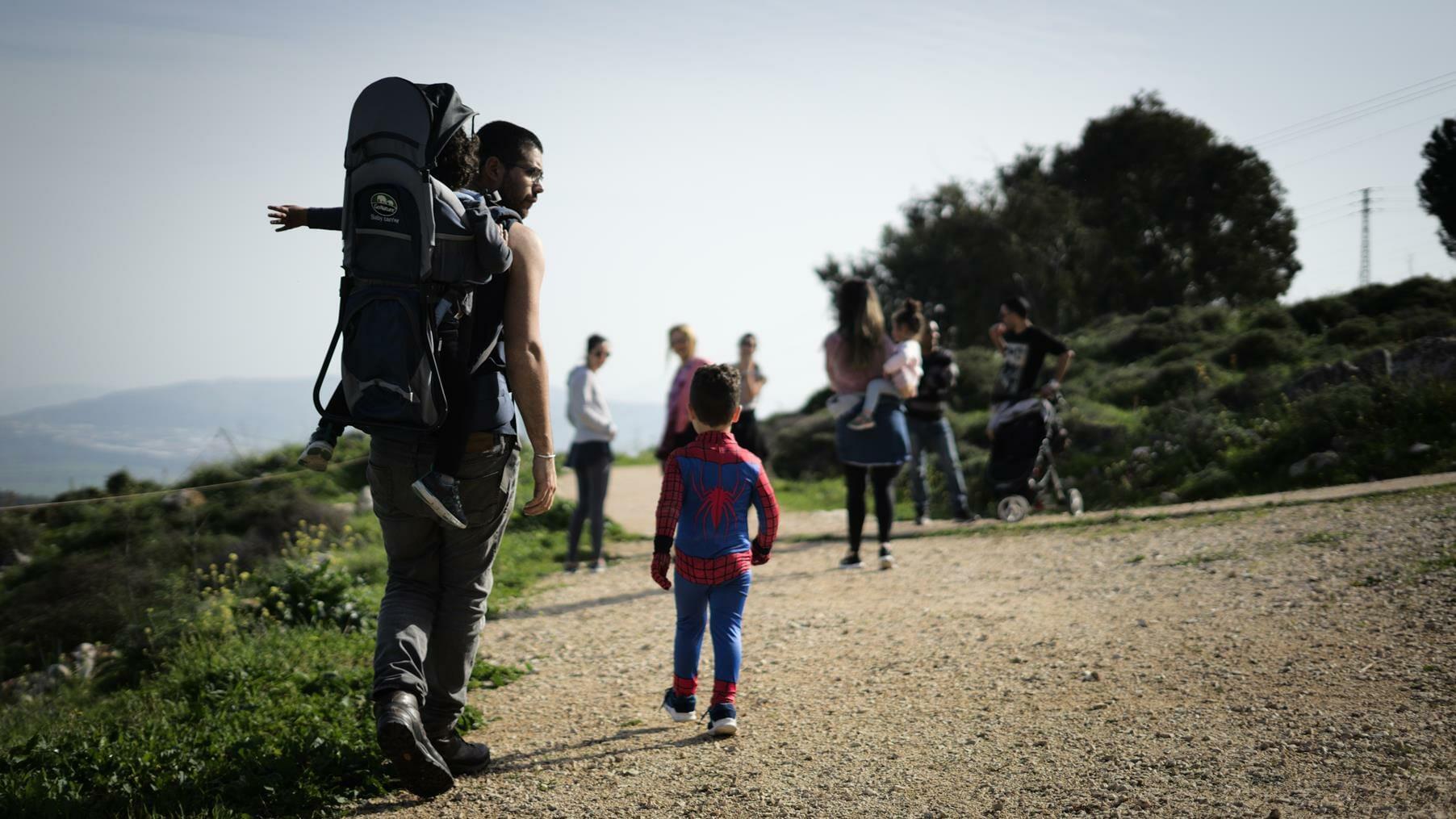 טיול בשביל ישראל בשמורת האיריס הנצרתי בהר יונה נצרת, צילום: יוסי אביטל
