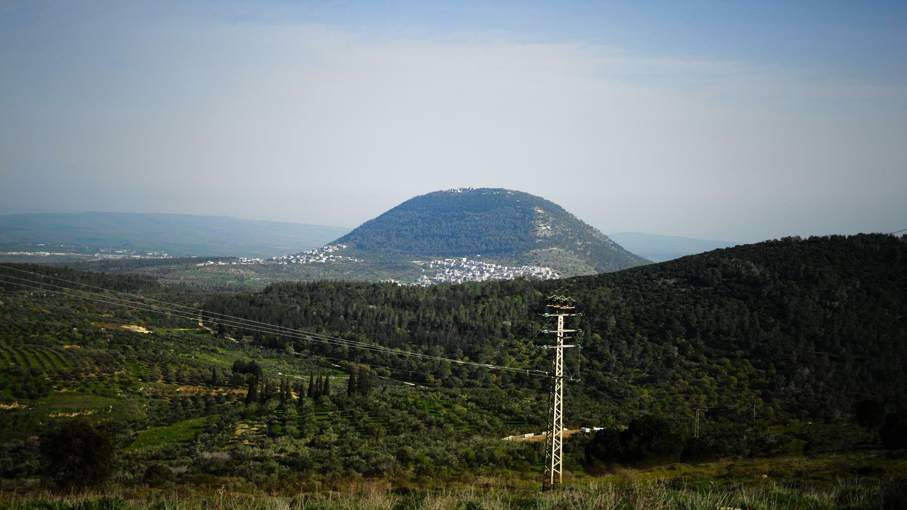 תצפית מהר יונה - שמורת האיריס הנצרתי - נצרת אל הר תבור, צילום: יוסי אביטל