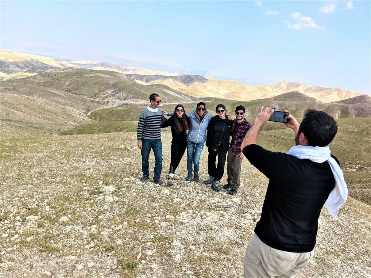 """אל לבור עוזיהו במדבר יהודה, טיול ג'יפים למשפחת עוזי דובי, חוה""""מ פסח 2021, צילום: ד""""ר ענת אביטל"""