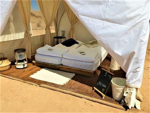 """אירוח VIP אוהלי גלאמפינג מדבריים במכתש רמון, ארוחות, לינה מדברית, אטרקציות, צילום: ד""""ר ענת אביטל"""