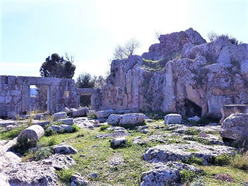 בית הכנסת העתיק של מירון, צילום: ויקי שיתוף, צביאלש