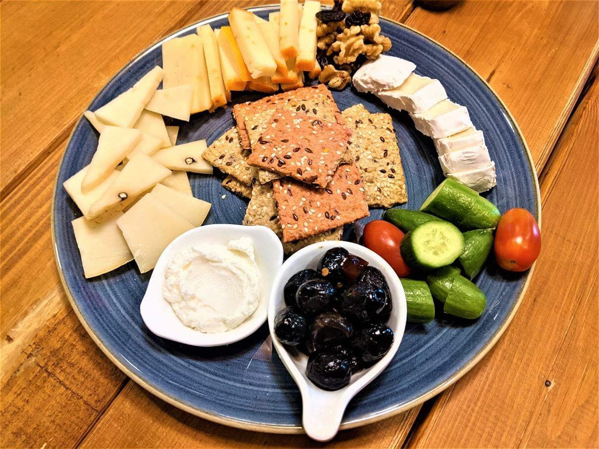 טעימות וארוחת גבינות ביקב סומק בזכרון יעקב, טיול יומולדת משפחות 2021