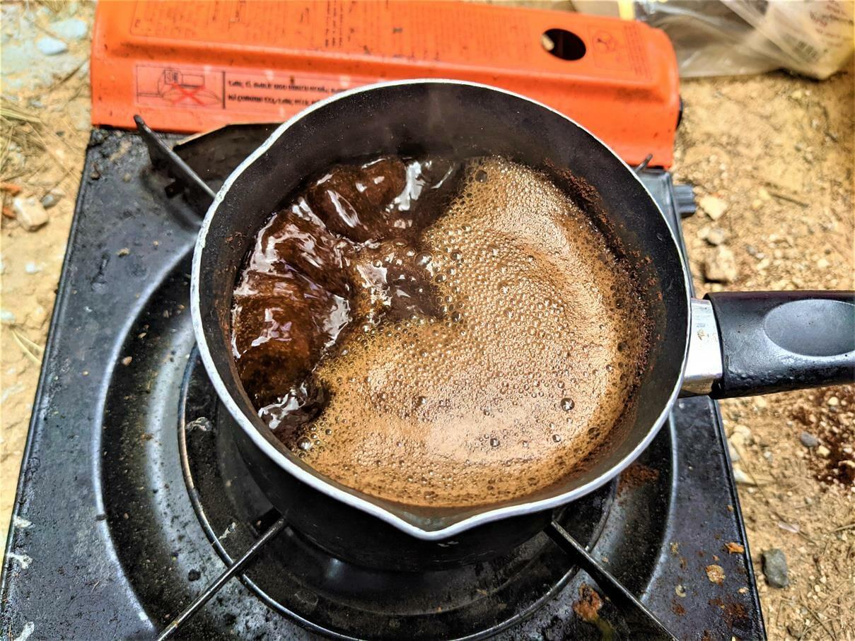 """קפה בשטח, טיול ובישולי שדה לסטודנטים מאורט אורמת אל עוטף עזה, אפיית פיתות וארוחה בחניון חץ שחור, צילום: ד""""ר ענת אביטל"""