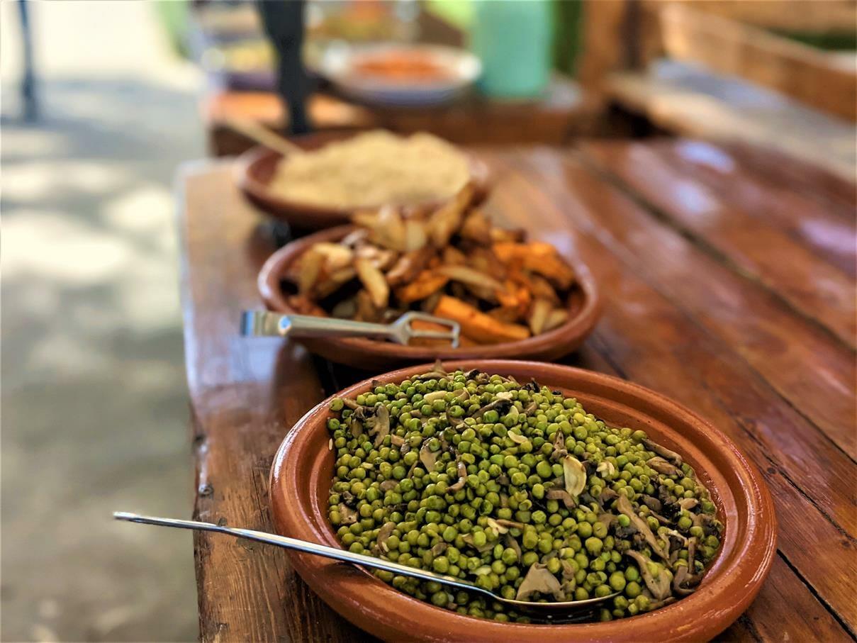 """ארוחת צהרים על האש עשירה באווירה פסטורלית, טיול ויום כיף לחברת אלדן-ניאופרם, בעמק האלה, צילום: ד""""ר ענת אביטל"""
