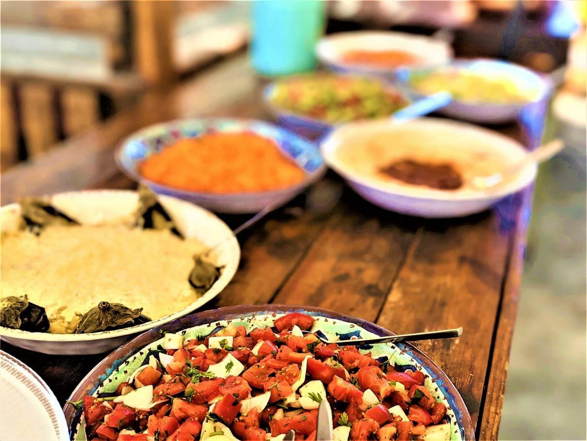 """ארוחת צהרים על האש פסטורלית עשירה, טיול ויום כיף לחברת אלדן-ניאופרם, בעמק האלה, צילום: ד""""ר ענת אביטל"""