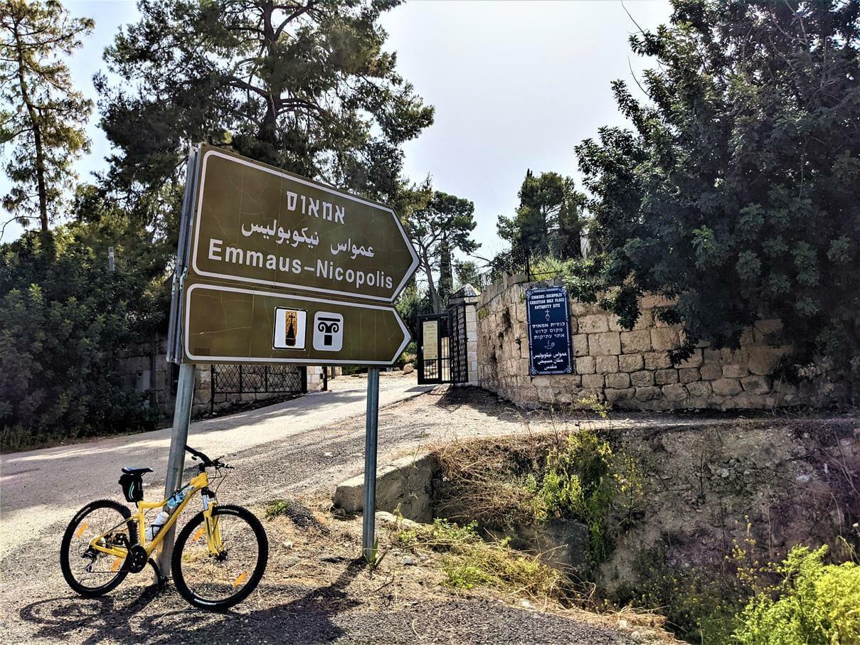 """טיול אופניים בפארק קנדה, בזיליקה ופסיפסים באמאוס-לטרון, צילום: ד""""ר ענת אביטל"""