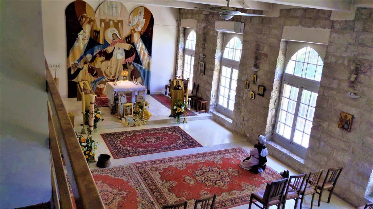 """כנסייה קתולית של קהילת בני האושר באמאוס, לטרון, צילום: ד""""ר ענת אביטל"""