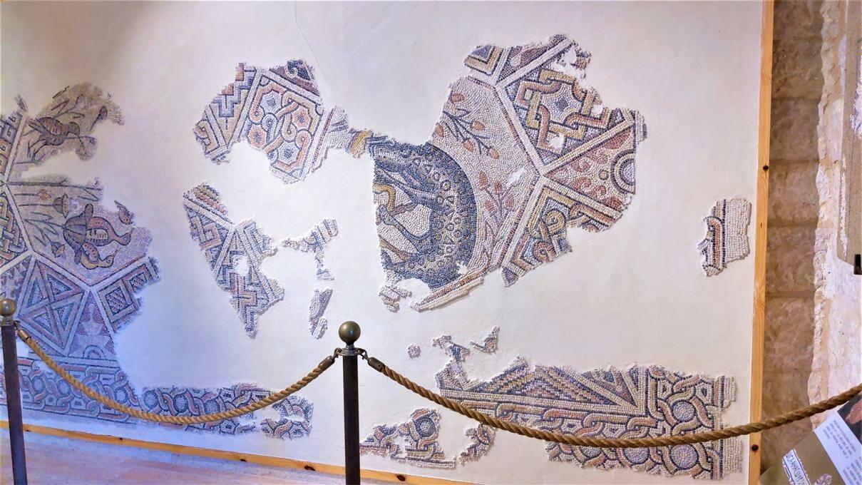 """פסיפס מווילה רומית באמאוס, לטרון, צילום: ד""""ר ענת אביטל"""