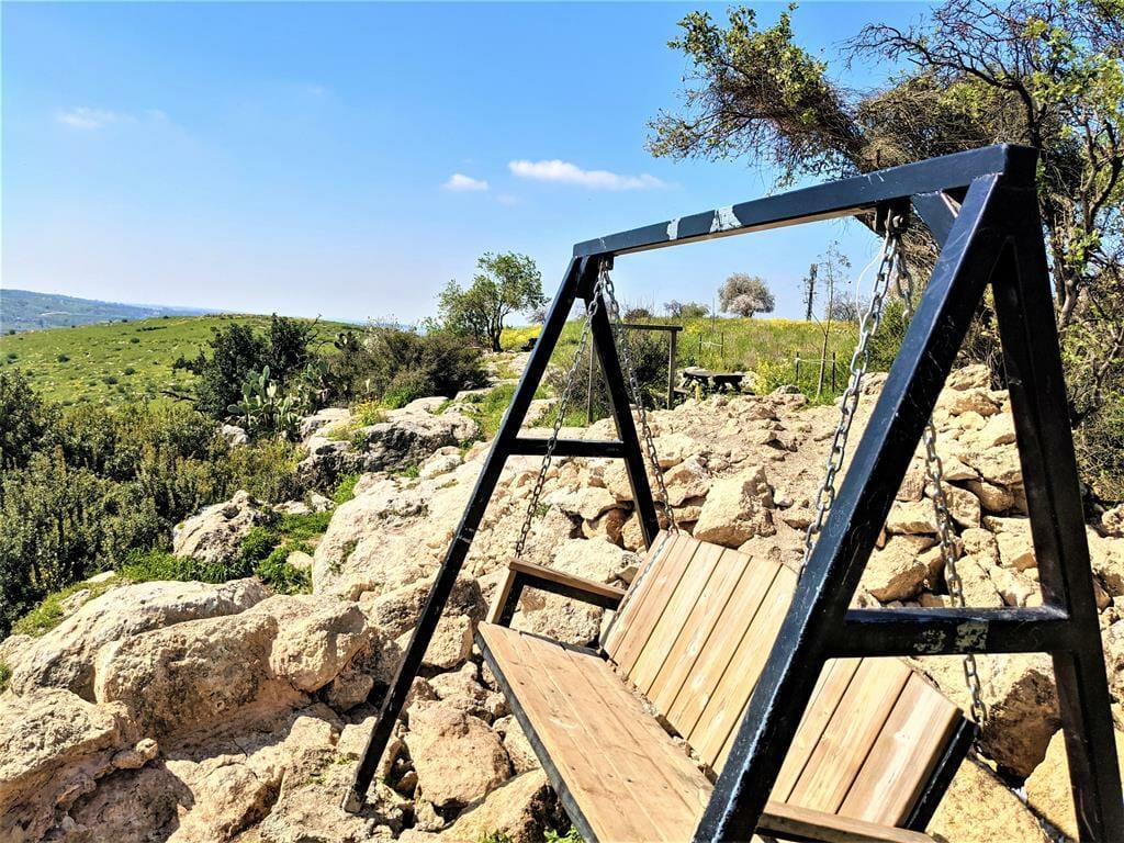 """מסילת הרכבת לירושלים בעמק איילון, באופניים, גבעות מודיעין-מזרח-מכבים, צילום: ד""""ר ענת אביטל"""