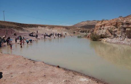 טיול בדרום אל החולות הצבעוניים (ואגם מים חורפי-אביבי במכתש רמון)
