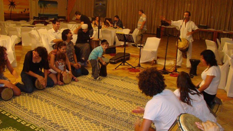 מעגל מתופפים: פעילות תופים מוזיקלית מקצועית, סדנה וגיבוש