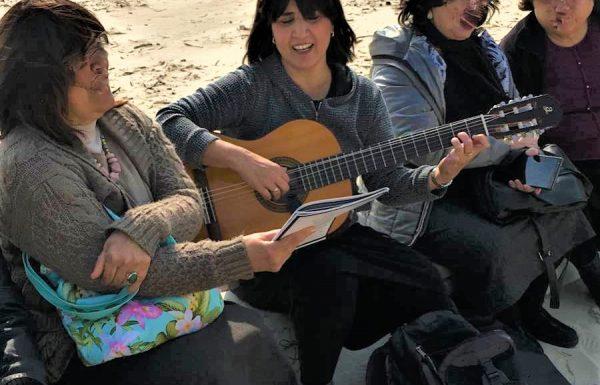 """טיול לגימלאיות חרדיות מכפר חב""""ד 2020: אל נחלי מישור החוף"""