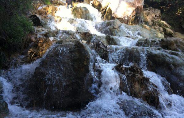 מפלי פרוד בנחל צלמון עליון: טיול מים בצפון ושיטפונות בחורף גשום