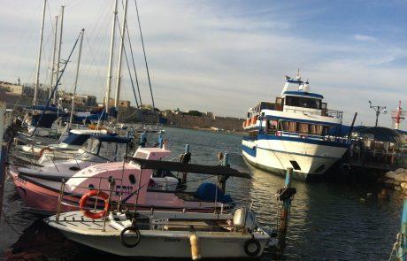 """שייט בספינה """"מלכת עכו"""": חוויית שייט מול החומות ופעילות אתגר ואטרקציה בטיול בצפון"""