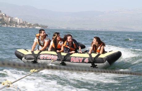 ספורט ימי בכינרת: חוויות רטובות ואטרקציות אתגר בטיול ויום כיף בצפון