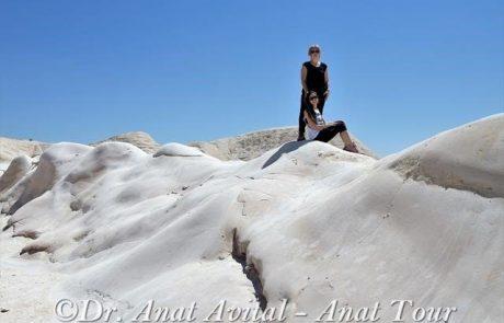 חמוקי ניצנה: גבעות קירטון עגלגלות מפתות למגע