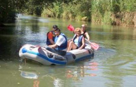 קיאקים כפר בלום בטיולים בצפון: אטרקציה ושייט קיאק בירדן